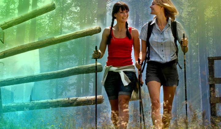 Скандинавская ходьба - отличный вариант фитнеса летом